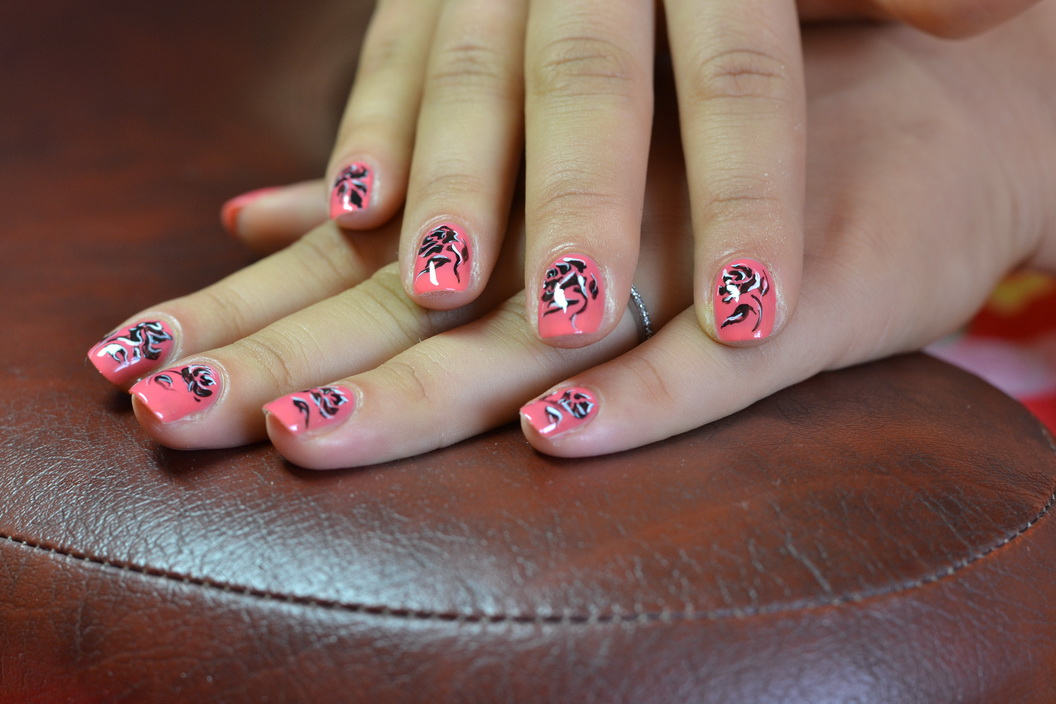 Дизайн ногтей с розами фото 63